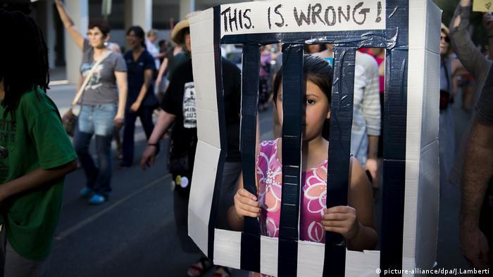 USA - Protest gegen Trennung von Einwandererfamilien (picture-alliance / dpa / J.Lamberti)