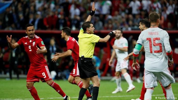 eferee Andres Cunha signals for offside following a referral to VAR after Iran's Saeid Ezatolahi (not pictured) scored a goal (Reuters/J. Silva)