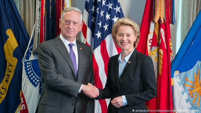 USA | Ursula von der Leyen trifft James Mattis (picture-alliance/dpa/dpa-Zentralbild/J. Büttner)