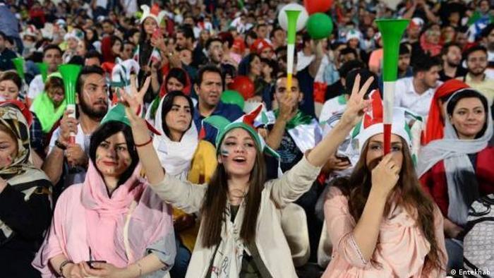 Montazeri: Kadınların giyimine karşı zor kullanmak sonuç vermiyor