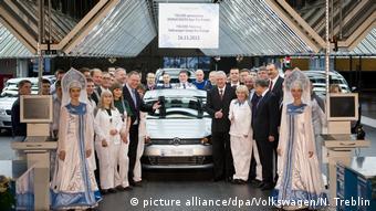 В ноябре 2013 делегация из Германии отмечает на заводе VW в Калуге выпуск 700 000 автомобилей
