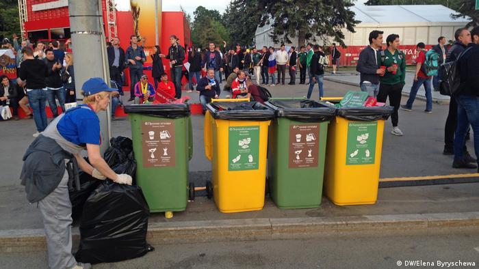 Kante za odvajanje smeća na SP-u - samo dekor