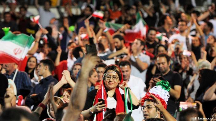 نخستین حضور گسترده زنان ایران در ورزشگاه آزادی در حکومت جمهوری اسلامی، نمایش بازی ایران و اسپانیا