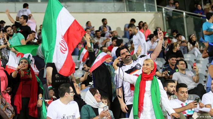 نتيجة بحث الصور عن مشجعات إيرانيات يدخلن ملاعب الكرة لأول مرة منذ 40 عاما