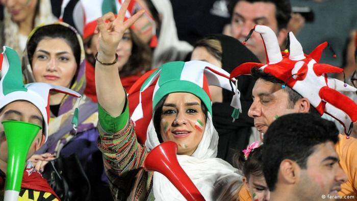 Iran lässt Frauen zum Public-Viewing ins Azadi Stadion