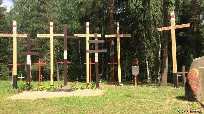 Кресты в память жертвам сталинских репрессий