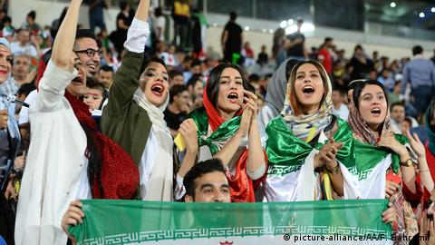 Iran Publilc Viewing in Teheran - WM2018 - Iran v Spanien (picture-alliance/AA/F. Bahrami )