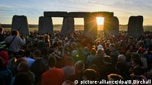 Stonehenge at sunrise (picture-alliance/dpa/B.Birchall)