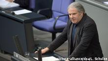 Andrej Hunko, Die Linke, spricht am 26.03.2015 während einer Bundestagssitzung im Reichstag in Berlin. Es wird über das EU-Assoziierungsabkommen zwischen der Europäischen Union und der Ukraine, Georgien und der Republik Moldau debattiert. Foto: Lukas Schulze/dpa +++(c) dpa - Bildfunk+++   Verwendung weltweit