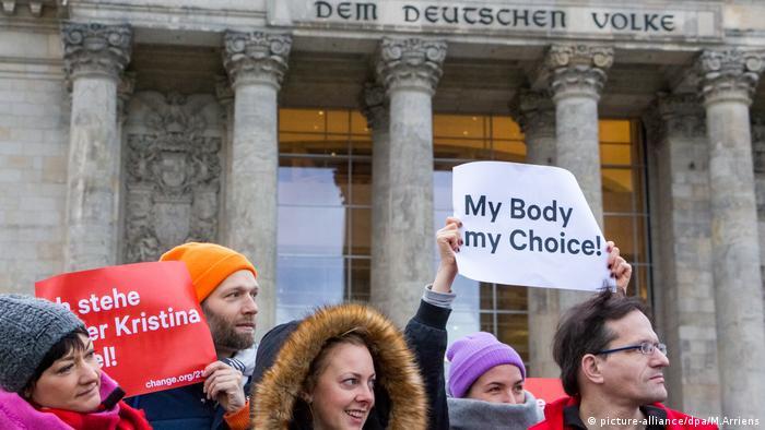 Protesta sobre la prohibición de la publicidad sobre el aborto en Alemania.