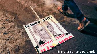 В демократичните страни крадците влизат в затвора - плакат от протест от февруари 2017