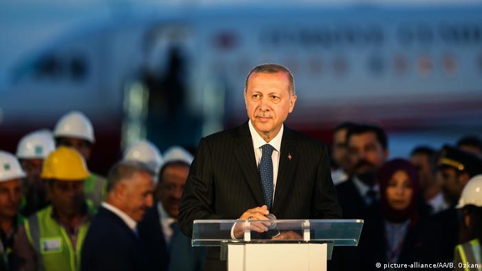 Türkei Präsident Erdogan Landung auf neuem Flughafen in Istanbul