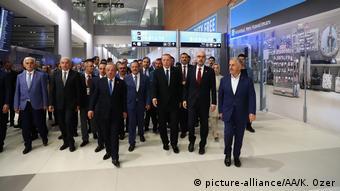 Ο Ερντογάν εγκαινιάζει το νέο γιγαντιαίο αεροδρόμιο στην Κωνσταντινούλη. Θα του εξασφαλίσει μια θέση αντάξια του Ατατούρκ;
