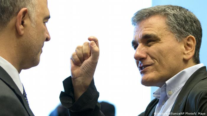 Luxemburg EU Finanzministertreffen Moscovici und Tsakalotos (picture-alliance/AP Photo/V. Mayo)