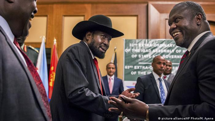 Äthiopien Friedensgespräche in Addis Abbea | Salva Kiir & Riek Machar (picture-alliance/AP Photo/M. Ayene)