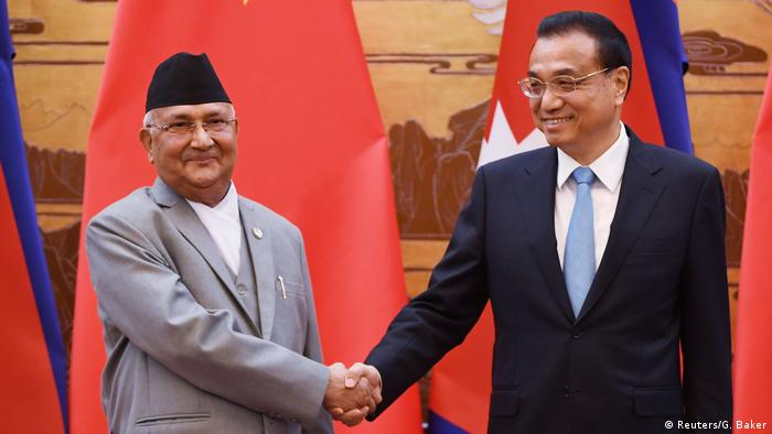 Nepali Prime Minister K.P. Sharma Oli and his Chinese counterpart, Li Keqiang (Reuters/G. Baker)