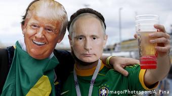 Бразильские болельщики в масках Трампа и Путина на ЧМ-2018