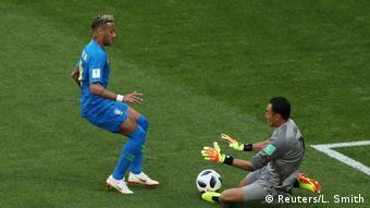 Neymar para em Navas: até os acréscimos, foi essa a rotina