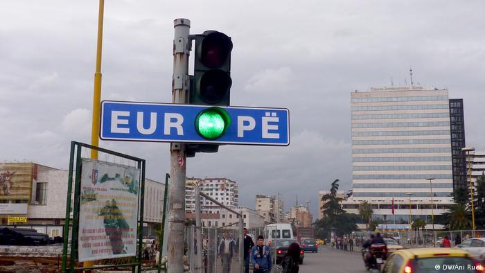Albanien Tirana Feierlichkeiten Schengen VISA Freiheit (DW/Ani Ruci)