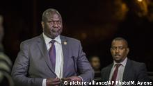 South Sudan's opposition leader Riek Machar arrives at the office of Ethiopia's Prime Minister for a meeting with South Sudan's President Salva Kiir, in Addis Ababa, Ethiopia Wednesday, June 20, 2018. South Sudan's warring leaders met face-to-face for the first time in almost two years on Wednesday amid efforts to end a five-year civil war. (AP Photo/Mulugeta Ayene) |