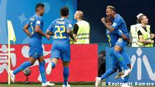 22.6.2018, St. Petersburg, Gruppe E Soccer Football - World Cup - Group E - Brazil vs Costa Rica - Saint Petersburg Stadium, Saint Petersburg, Russia - June 22, 2018 Brazil's Neymar celebrates with team mates after scoring their second goal REUTERS/Henry Romero