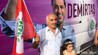 Türkei Anhänger der pro-kurdischer Partei HDP (DW/K. Akyol)