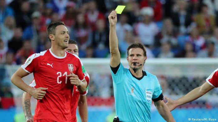 Немецкий арбитр Феликс Брых во время матча Швейцария - Сербия на ЧМ-2018