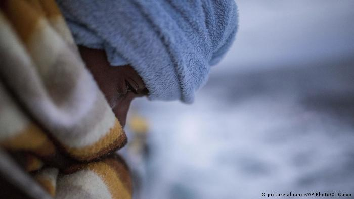 Libyen Migranten auf dem Mittelmeer