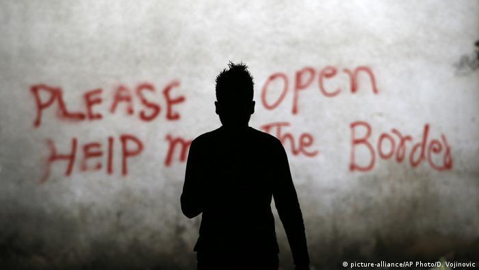 Надпись об открытиии границ ЕС в Белграде