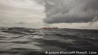 Συνεργάτες ισπανικής ΜΚΟ διασώζουν πρόσφυγες κοντά στις ακτές της Λιβύης