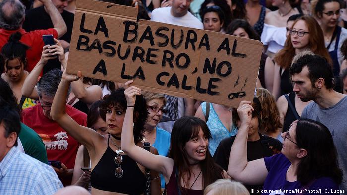 Spanien Proteste nach Gerichtsentscheidung im Prozess La Manada (picture-alliance/NurPhoto/J. C. Lucas)