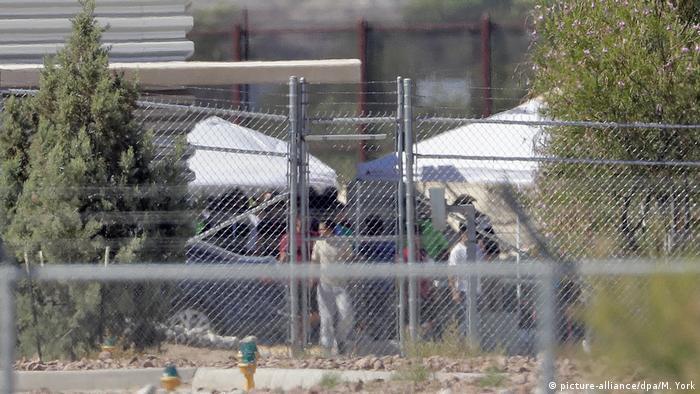 Задержанные нелегальные мигранты на границе с Мексикой