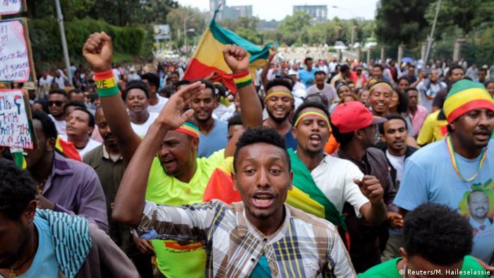 Anhänger von Premierminister Abiy Ahmed bei einer Kundgebung in Addis Abeba (Reuters/M. Haileselassie)