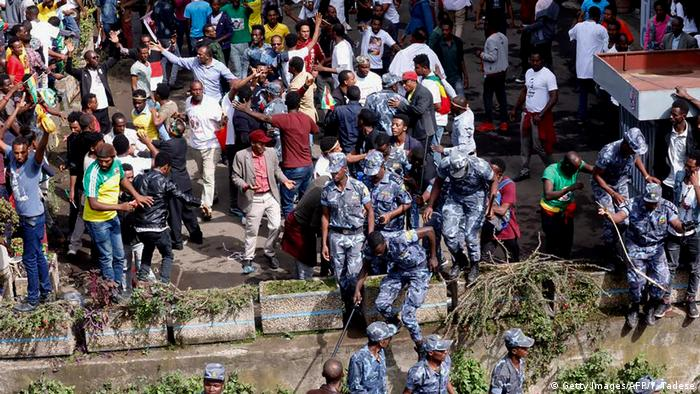 Äthiopien Kundgebung Premierminister Abiy Ahmed in Addis Ababa | Explosion (Getty Images/AFP/Y. Tadese)