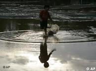 بھارتی شہر ممبئی کا ایک منظر، بھارت میں مون سون کی بارشیں بہت زیادہ ہوتی ہیں لیکن پانی ذخیرہ کرنے کا مناسب انتظام نہیں ہے