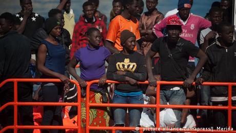 Італія не хоче приймати мігрантів з кораблів місії ЄС