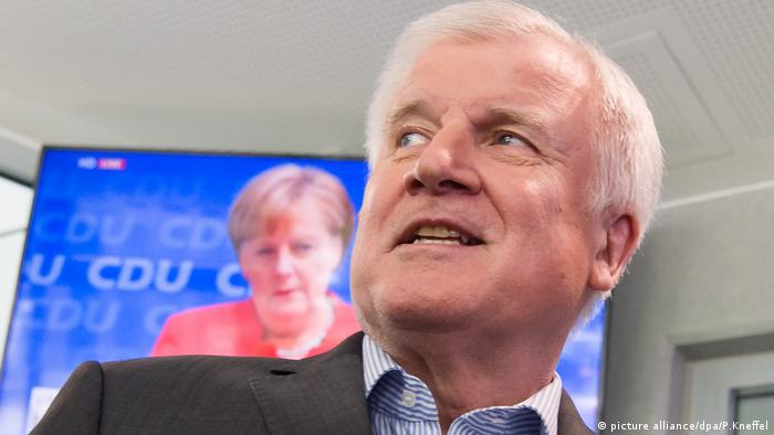 Horst Seehofer, Angela Merkel (picture alliance/dpa/P.Kneffel)