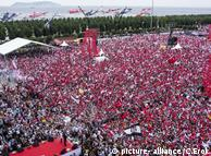 Мітинг на підтримку кандидата в президенти від опозиційної Народно-республіканської партії Мухаррема Індже в Стамбулі