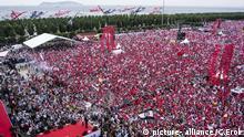 Der türkische Präsidentschaftskandidat der größten Oppositionspartei Muharrem Ince besucht eine Massenkundgebung in Istanbul