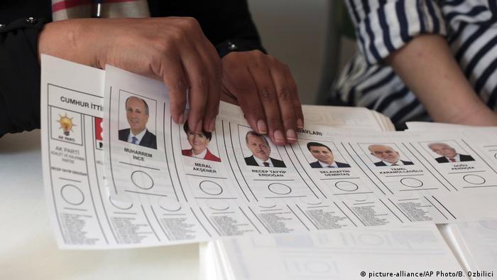 Türkei Präsidentschafts- und Parlamentswahl 2018 | Wahllokal in Ankara (picture-alliance/AP Photo/B. Ozbilici)