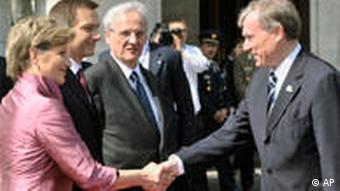 German President Horst Koehler, right, shake hands with Speaker of the Hungarian Parliament Katalin Szili,left,