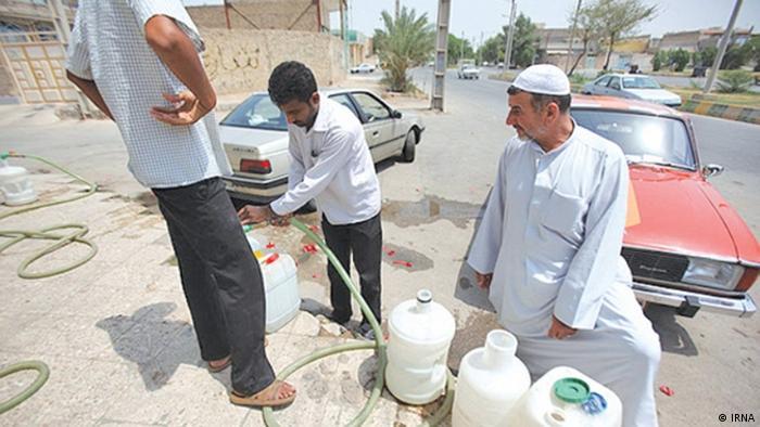 برخی از شهرستانهای استان بوشهر مانند دشتستان گاهی حدود چهار روز آب ندارند