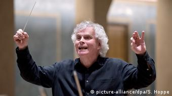 Sir Simon Rattle (picture-alliance/dpa/S. Hoppe)