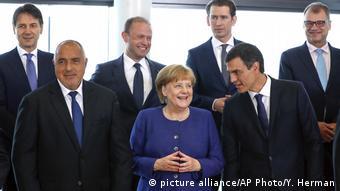 Анґела Меркель в оточенні учасників міні-саміту ЄС з проблем біженців