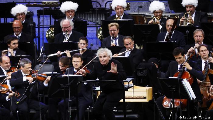 Simon Rattle conducting final concert