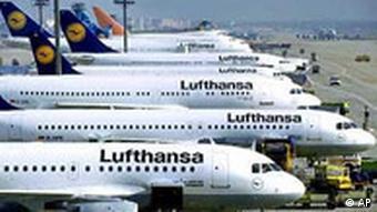 Închiderea spaţiului aerian european a provocat pierderi semnificative companiilor aeriene