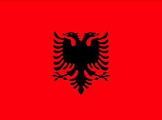 Flagge Albaniens, schwarzer Doppelkopfadler auf rotem Grund