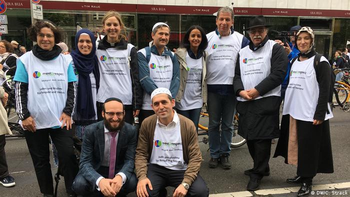 Meet2resepct-Demo in Berlin Juden und Muslime radeln gemeinsam