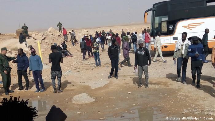Algerien Geflüchtete in Wüste ausgesetzt (picture-alliance/dpa/J. Dennis)