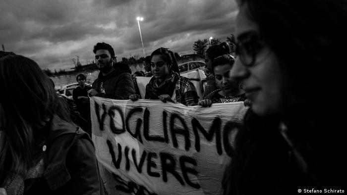 A group of people holding a banner (Stefano Schirato)